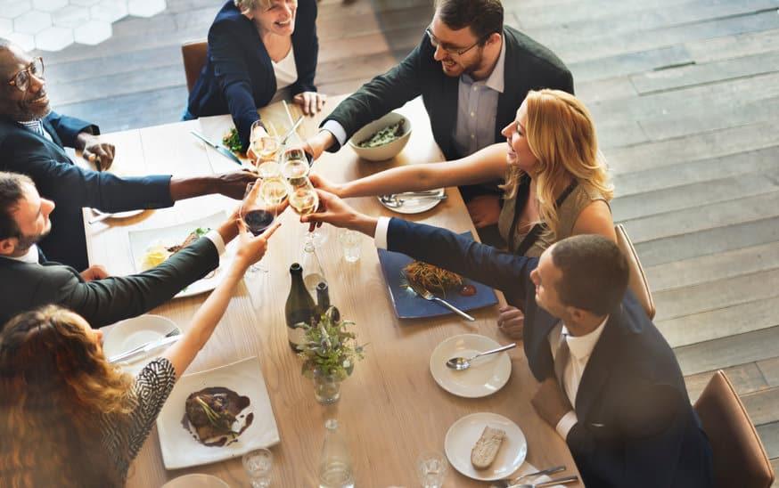 Repas entre collègues: comment le réussir